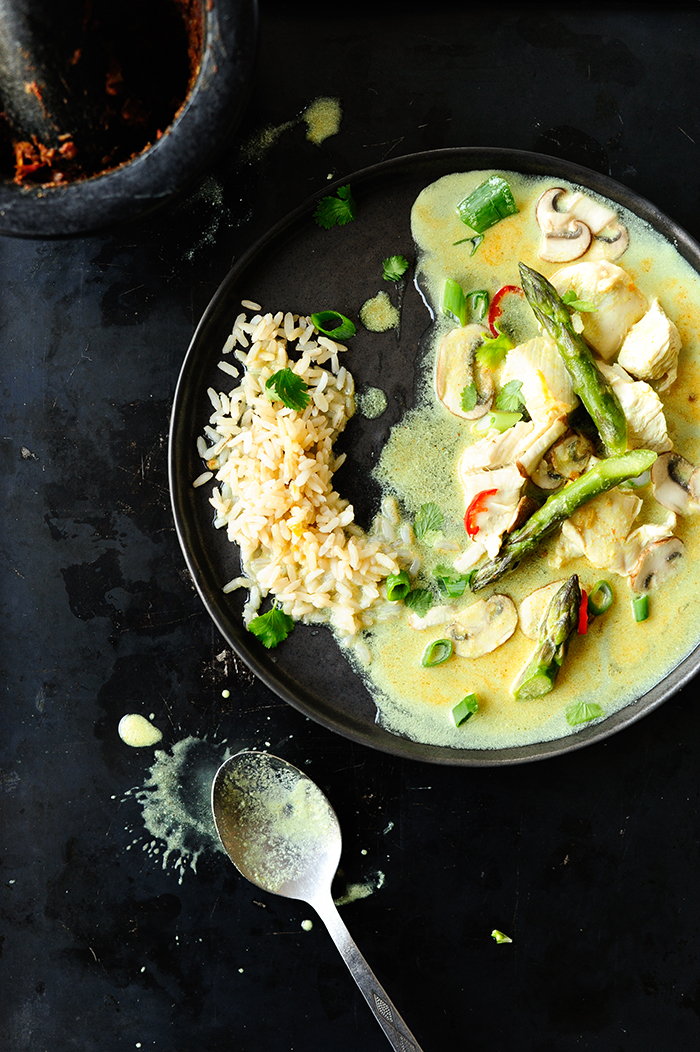 serving dumplings | Chicken with coconut milk and asparagus