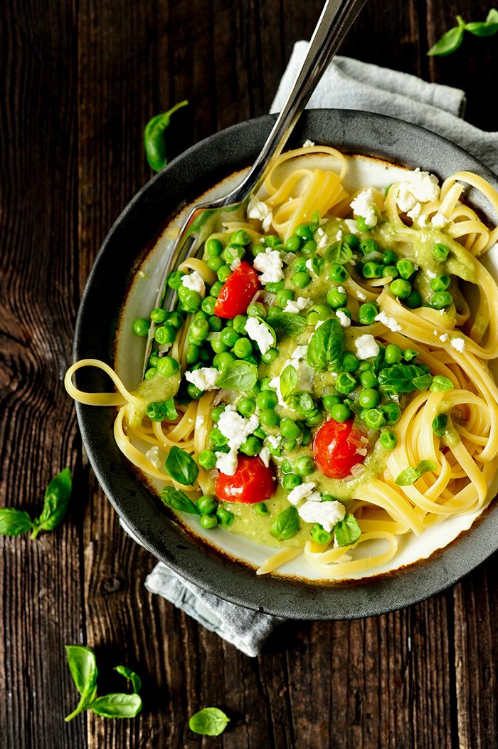 serving dumplings | Pasta met een romige avocadosaus