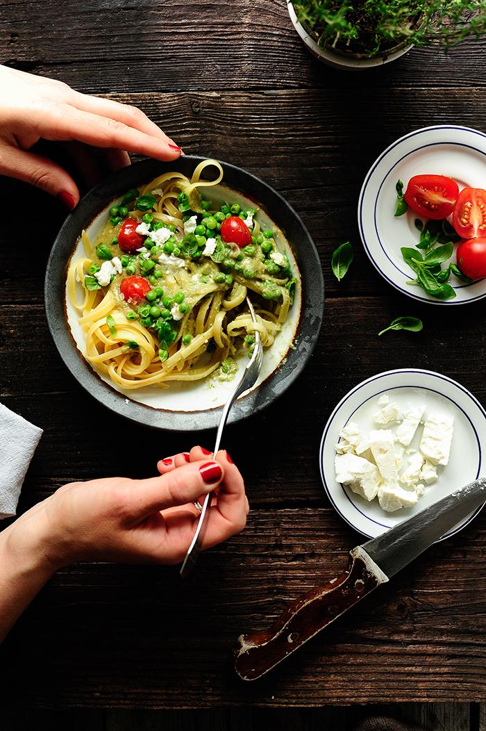 serving dumplings   Pasta met een romige avocadosaus