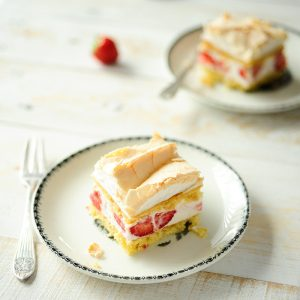 Strawberry cheesecake sandwich with meringue