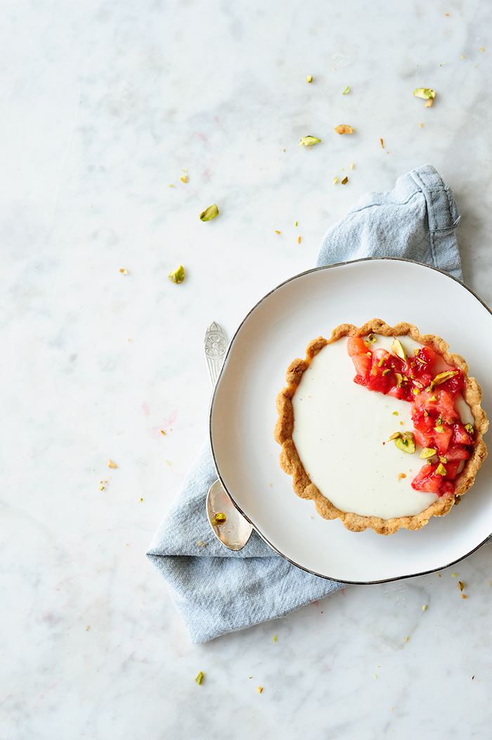 serving dumplings | Strawberry tartelettes with yoghurt panna cotta