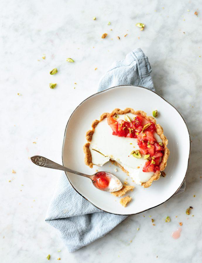 Tartelettes met yoghurt panna cotta en aardbeien
