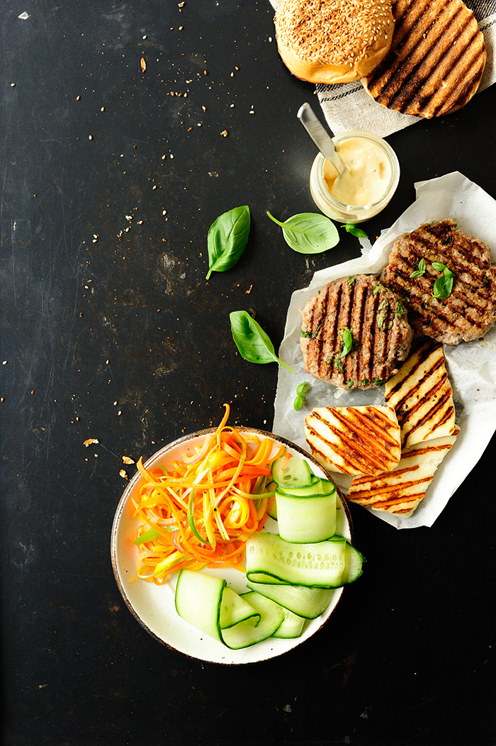 serving dumplings | Beef burgers with grilled halloumi