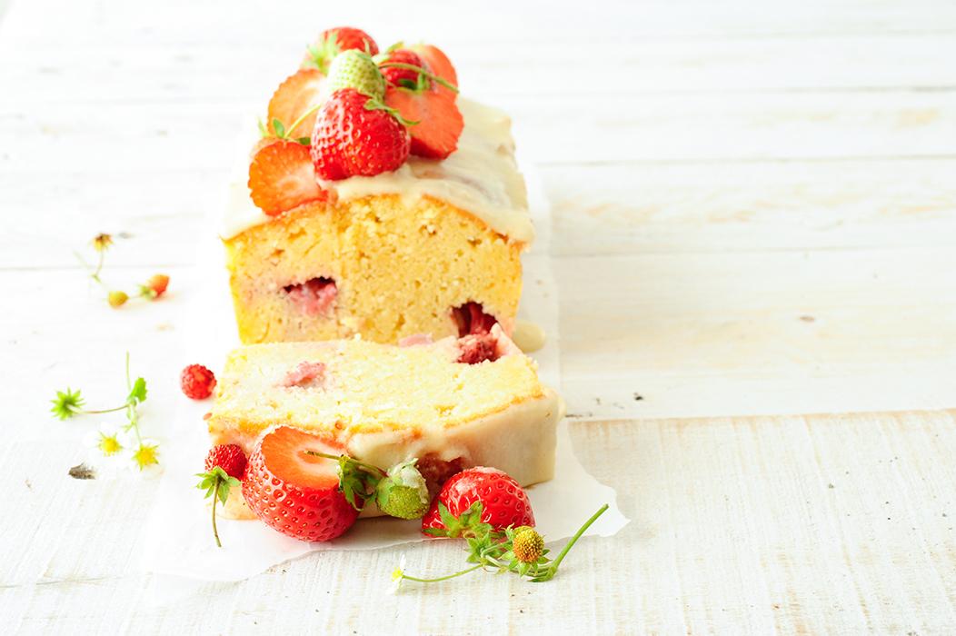 serving dumplings | Elderflower cake with strawberries