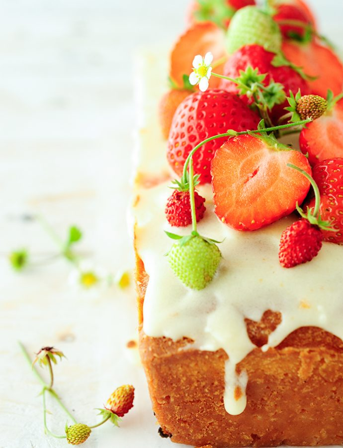 Elderflower cake with strawberries