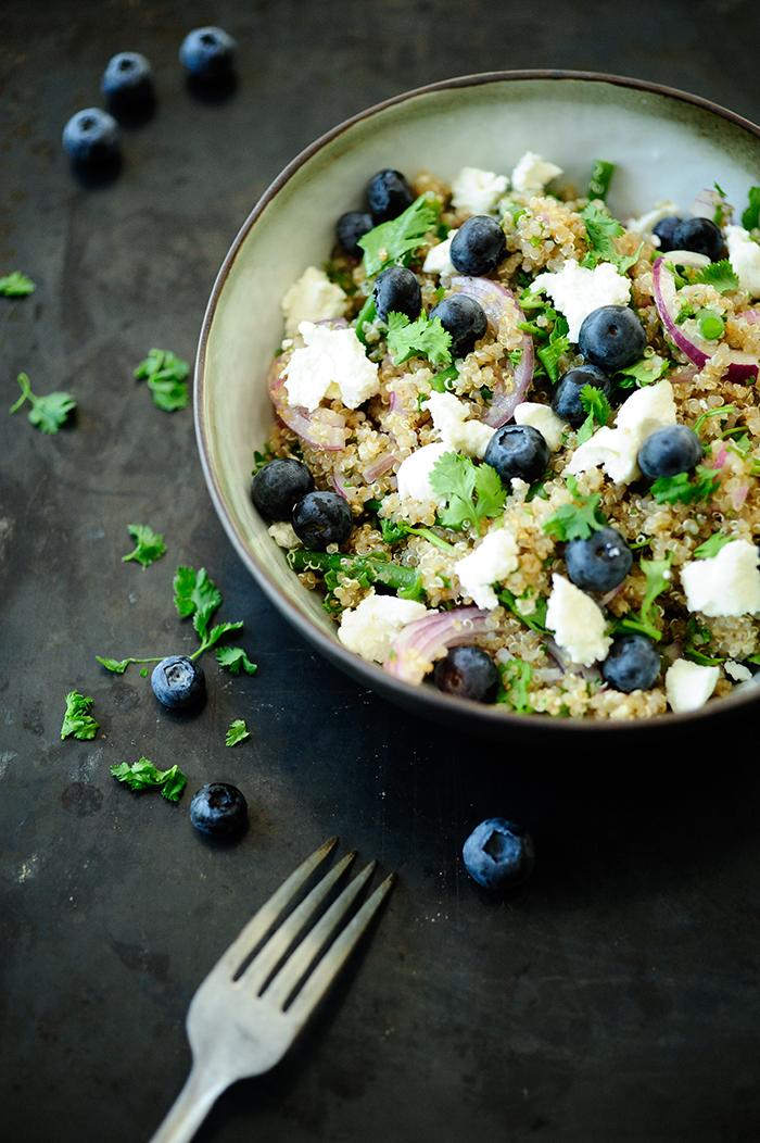serving dumplings | Quinoa salade met bosbessen en schapenkaas