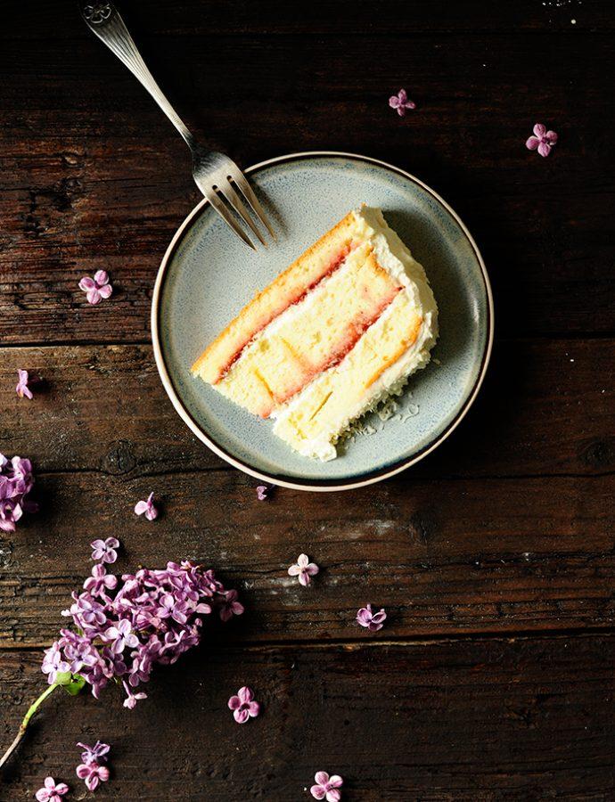 Rabarber-aardbeien taart met witte chocolade