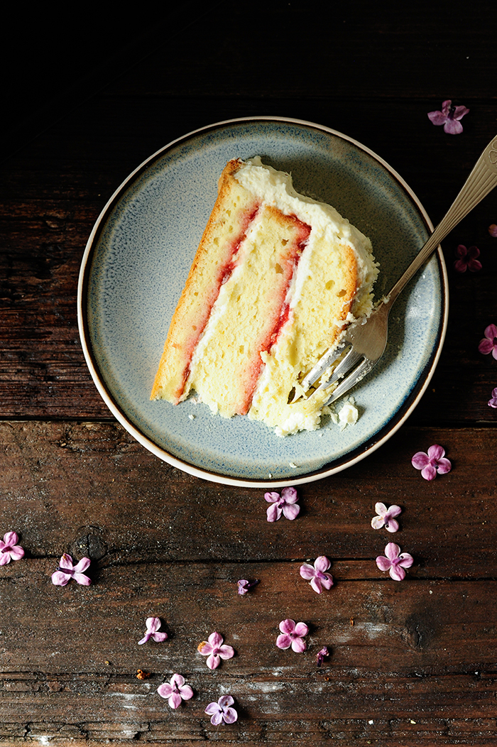 serving dumplings | Rhubarb-strawberry cake with white chocolate
