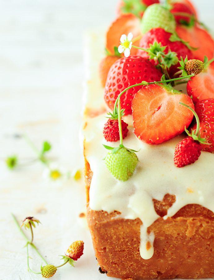 Vlierbloesemcake met aardbeien