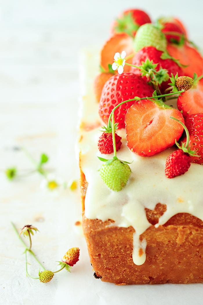 serving dumplings | Vlierbloesemcake met aardbeien