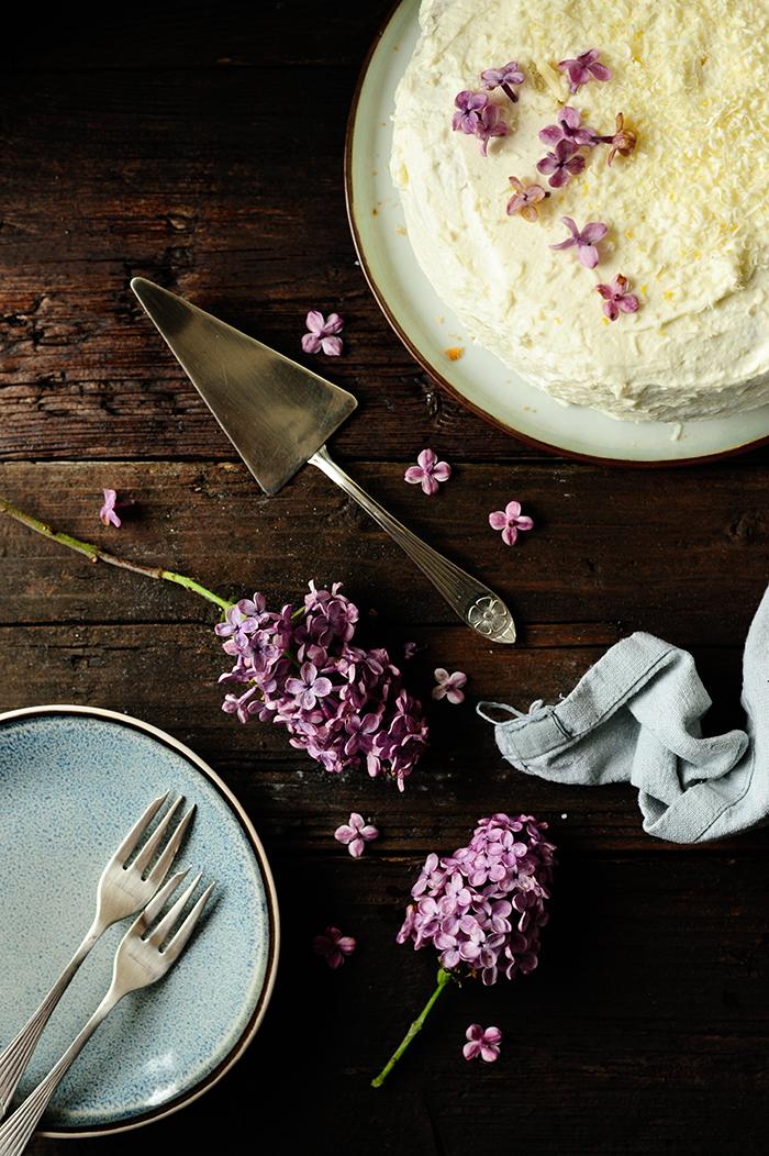 serving dumplings | Ciasto rabarbarowo-truskawkowe z białą czekoladą