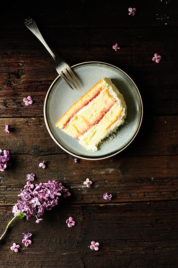 serving dumplings |Ciasto rabarbarowo-truskawkowe z białą czekoladą