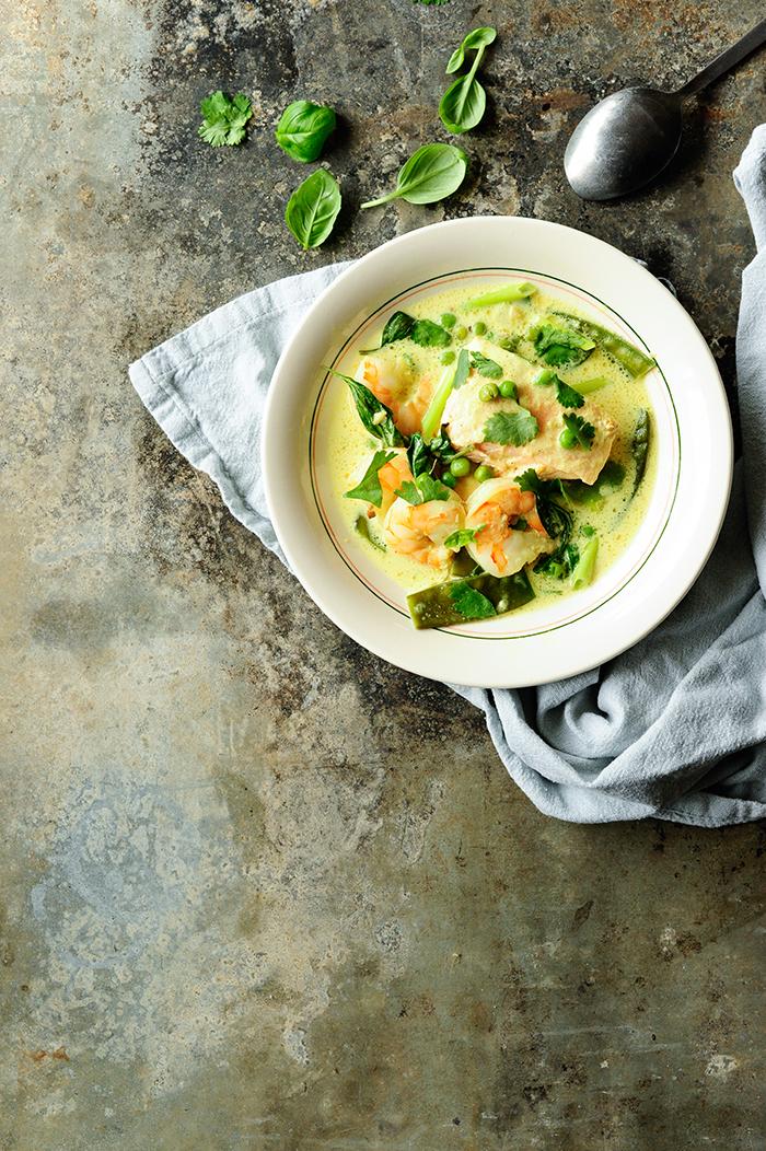 serving dumplings | Kokos-zalmsoep met scampi's