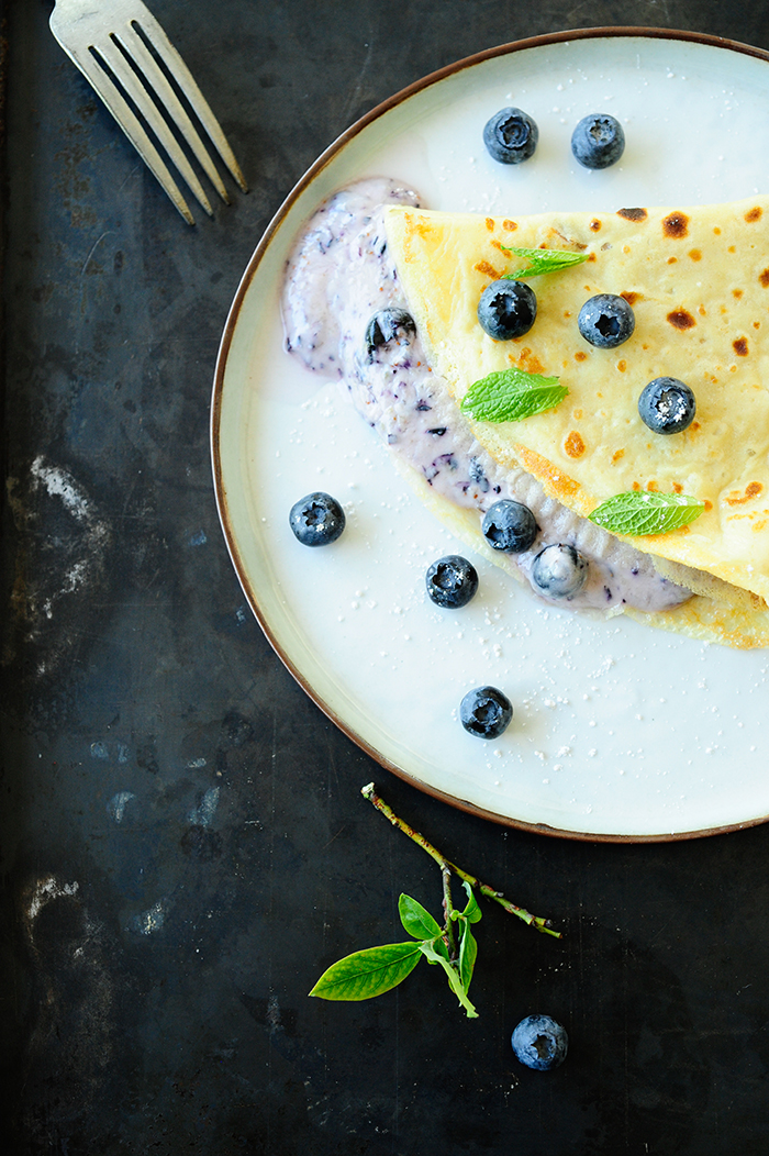 serving dumplings | Pancakes with blueberries