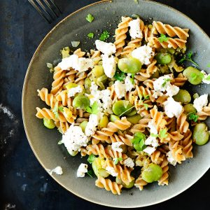 Pasta with broad beans and goat's cheese