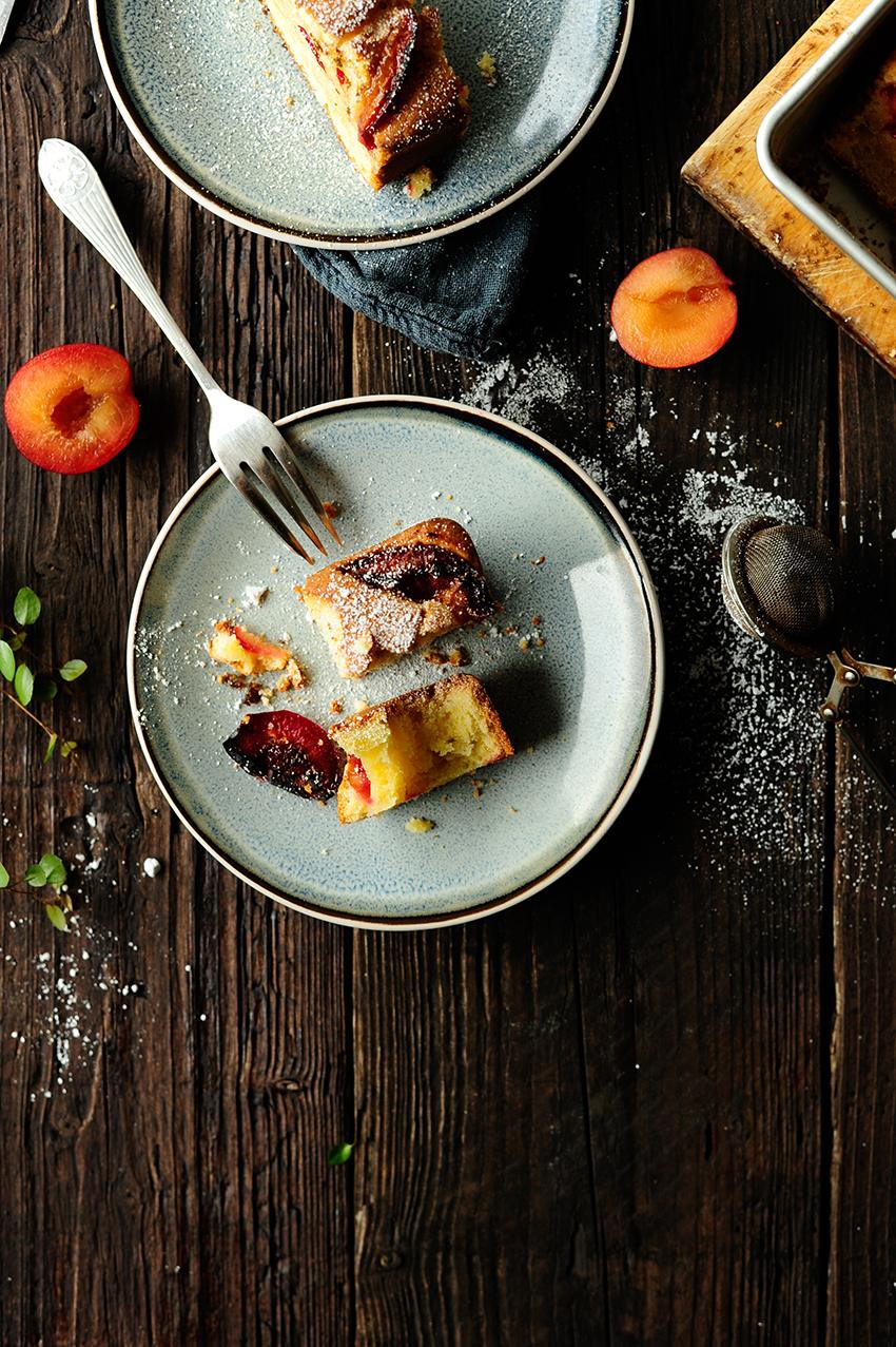serving dumplings | Simple plum cake