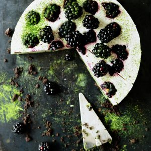 Matcha no-bake cheesecake with blackberries