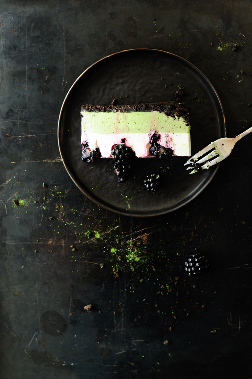 serving dumplings | matcha-no-bake-cheesecake-with-blackberries