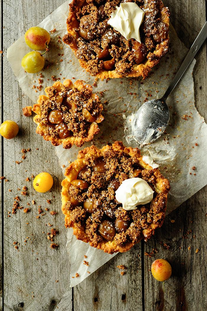 serving dumplings | mirabelle-tarts-with-quinoa-crumble