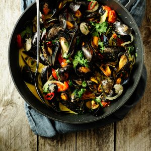 Spicy mussels with coconut milk