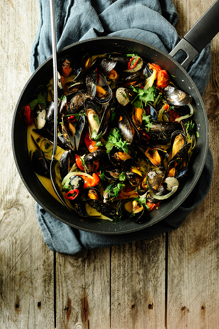 serving dumplings | spicy-mussels-with-coconut-milk