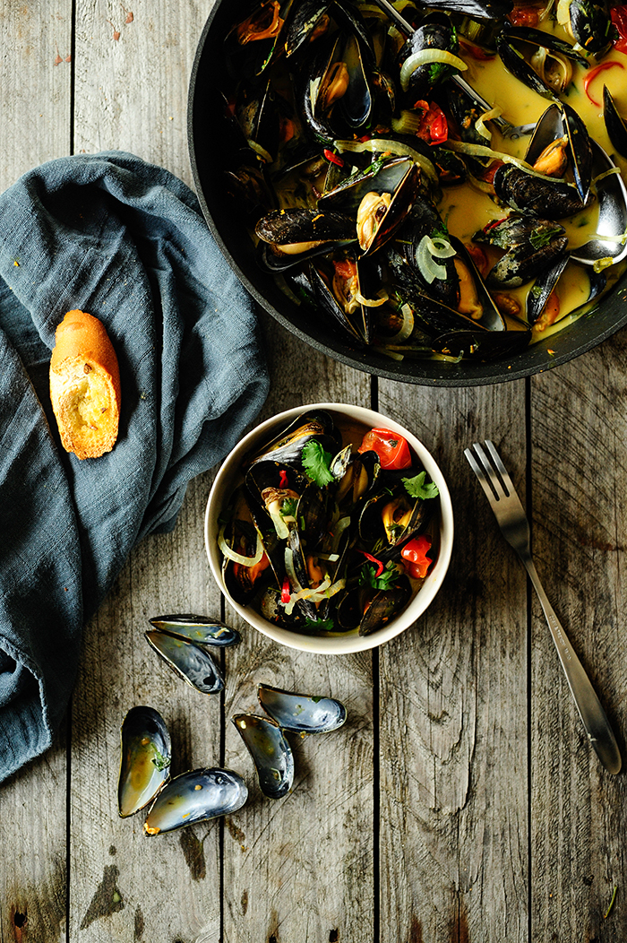 serving dumplings | spicy-mussels-with-coconut-milk