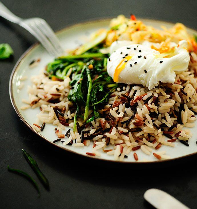Wilde rijst met spinazie, gepocheerd ei en kimchi