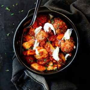 Gnocchi with meatballs, tomato and mozzarella