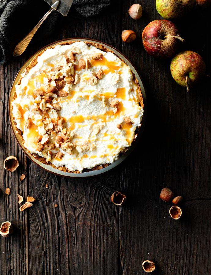 Karamel-appeltaart met slagroom en meringue