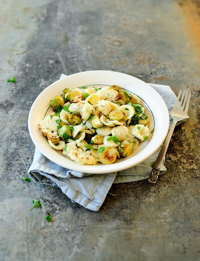 Pasta met geroosterde spruitjes en gremolata