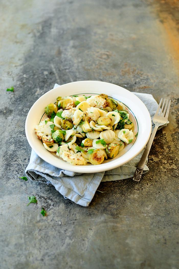 serving dumplings | pasta-met-geroosterde-spruitjes-en-gremolata