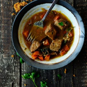 Beef stew with beer and gingerbread