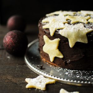 Peperkoektaart met pudding en chocolade