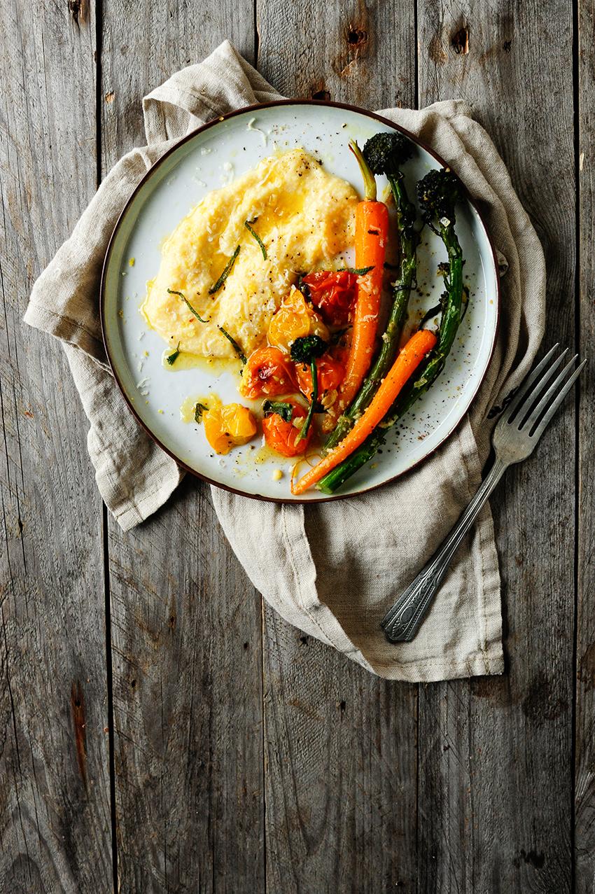 serving dumplings | Romige polenta met Parmezaan en geroosterde groentjes