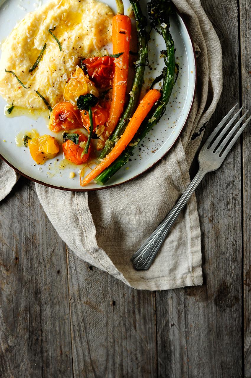 serving dumplings |Romige polenta met Parmezaan en geroosterde groentjes
