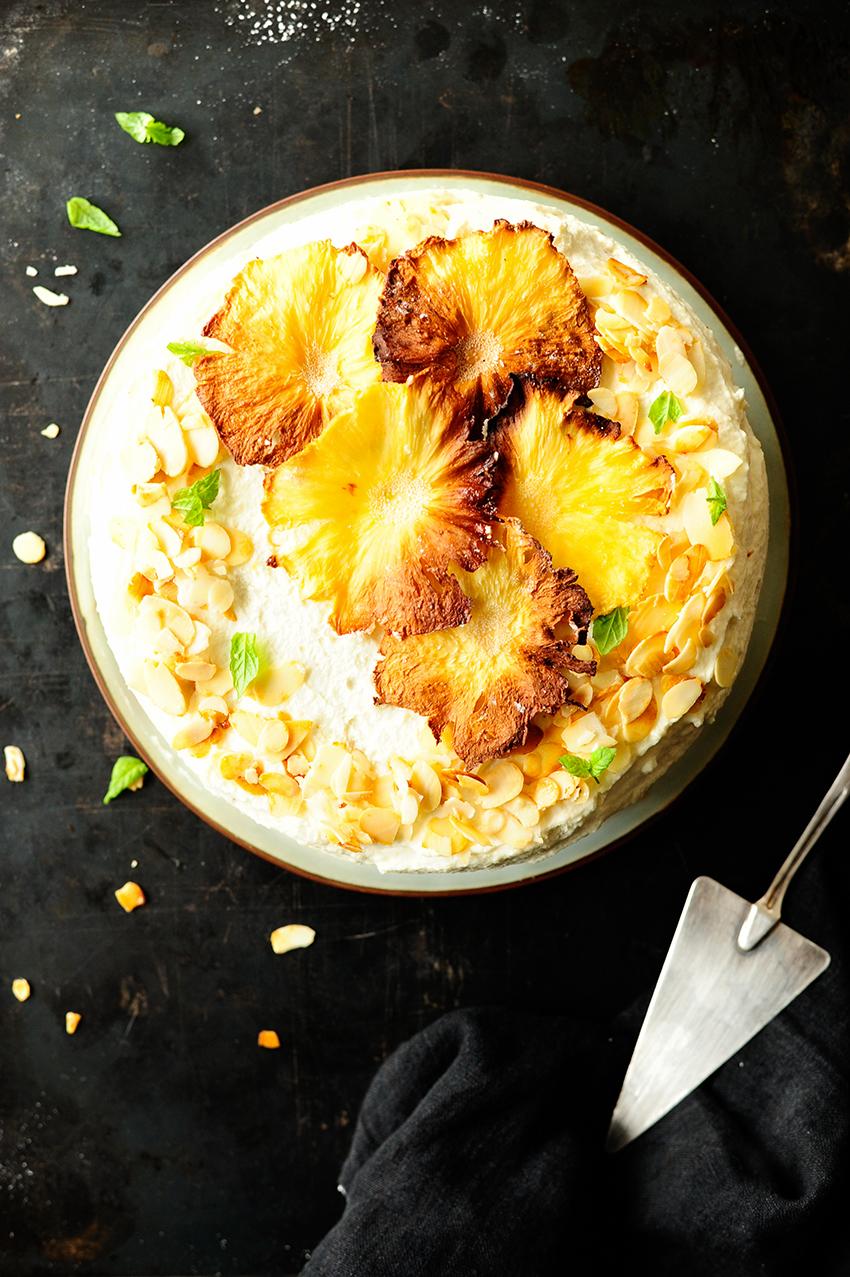 serving dumplings | Amandeltaart met witte chocolade en gekarameliseerde ananas
