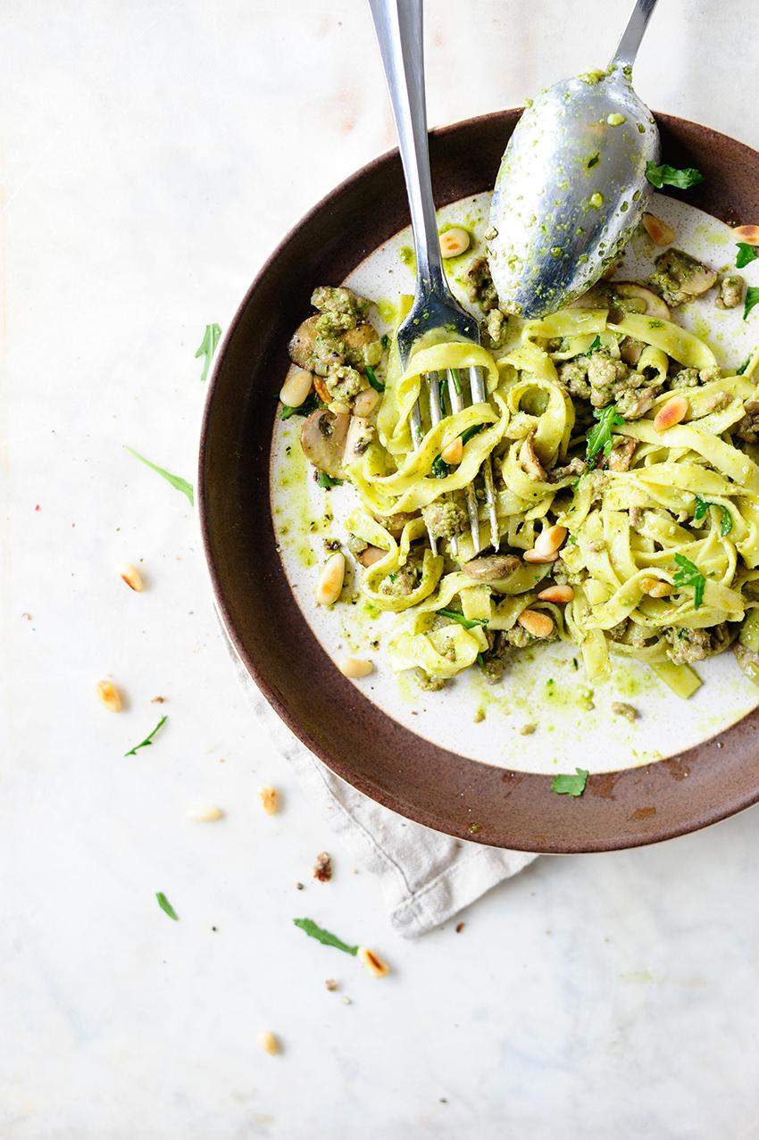 serving dumplings | Tagliatelle met rundergehakt en kale pesto