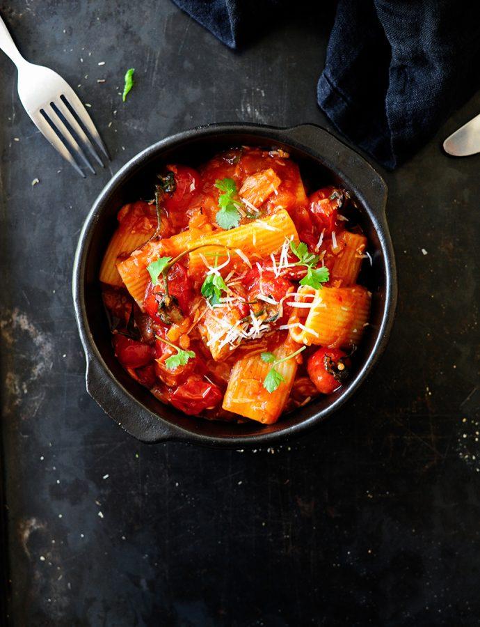 Pasta met geroosterde paprika en tonijn