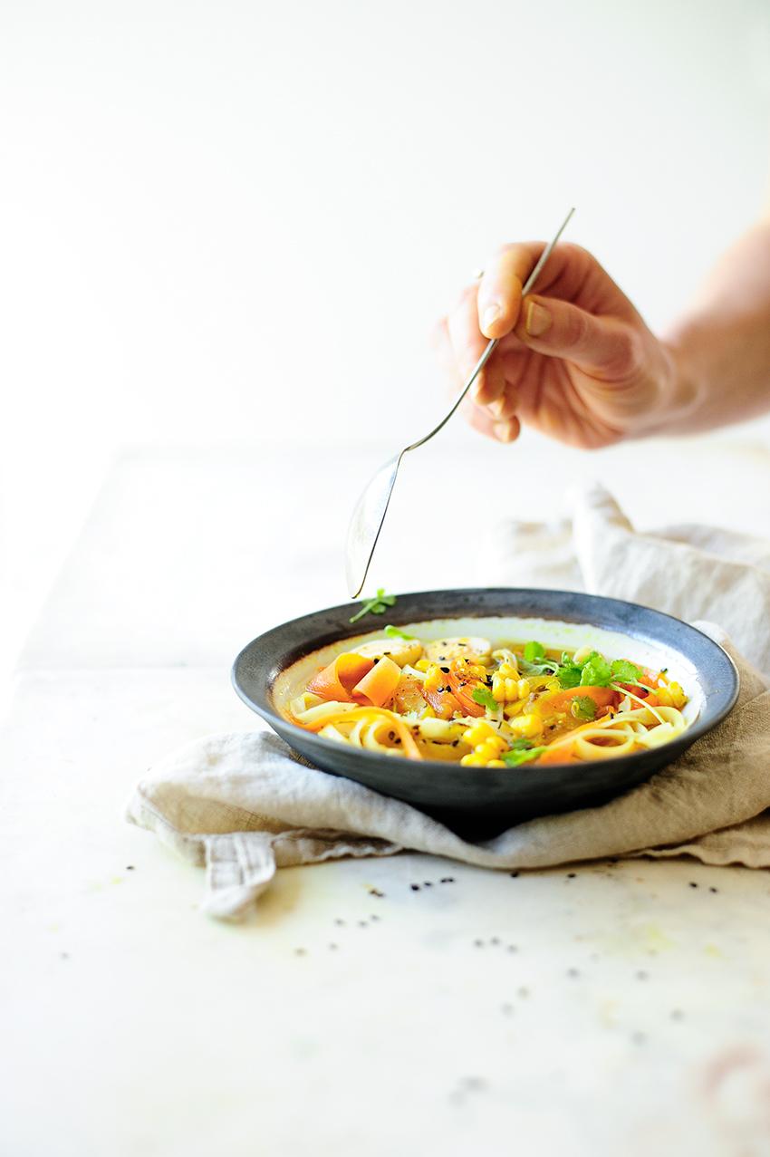 serving dumplings | Groentensoep met kurkuma