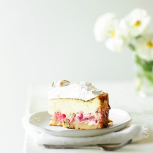 Rhubarb almond cheesecake with meringue