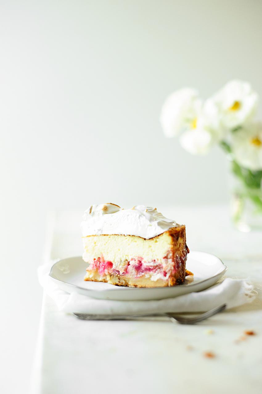 serving dumplings | Rabarber-kaastaart met amandelen en meringue