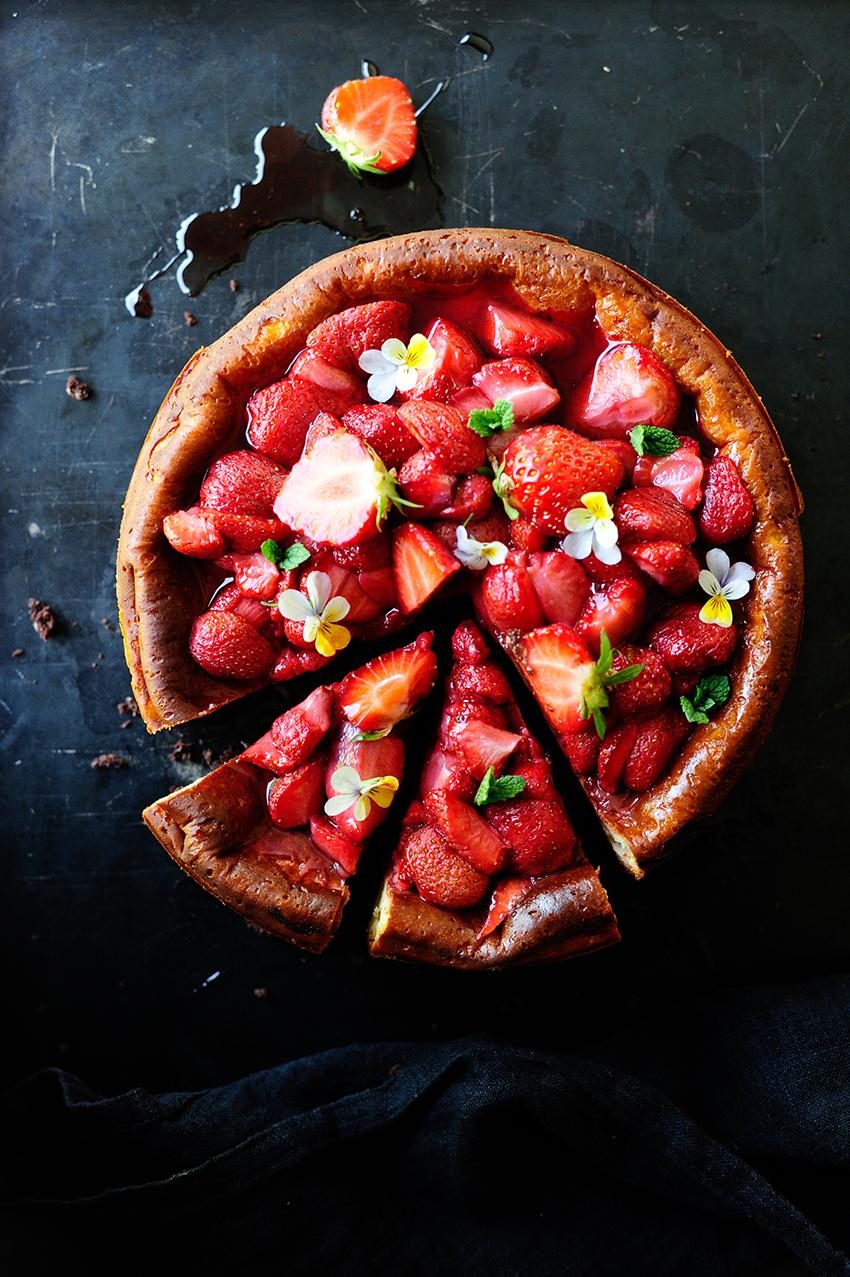 Cheesecake brownie met geroosterde aardbeien2