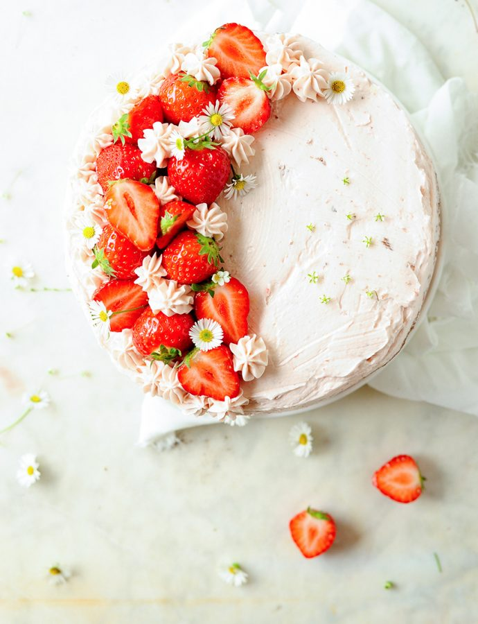Tort czekoladowy z truskawkami i kremem z mascarpone