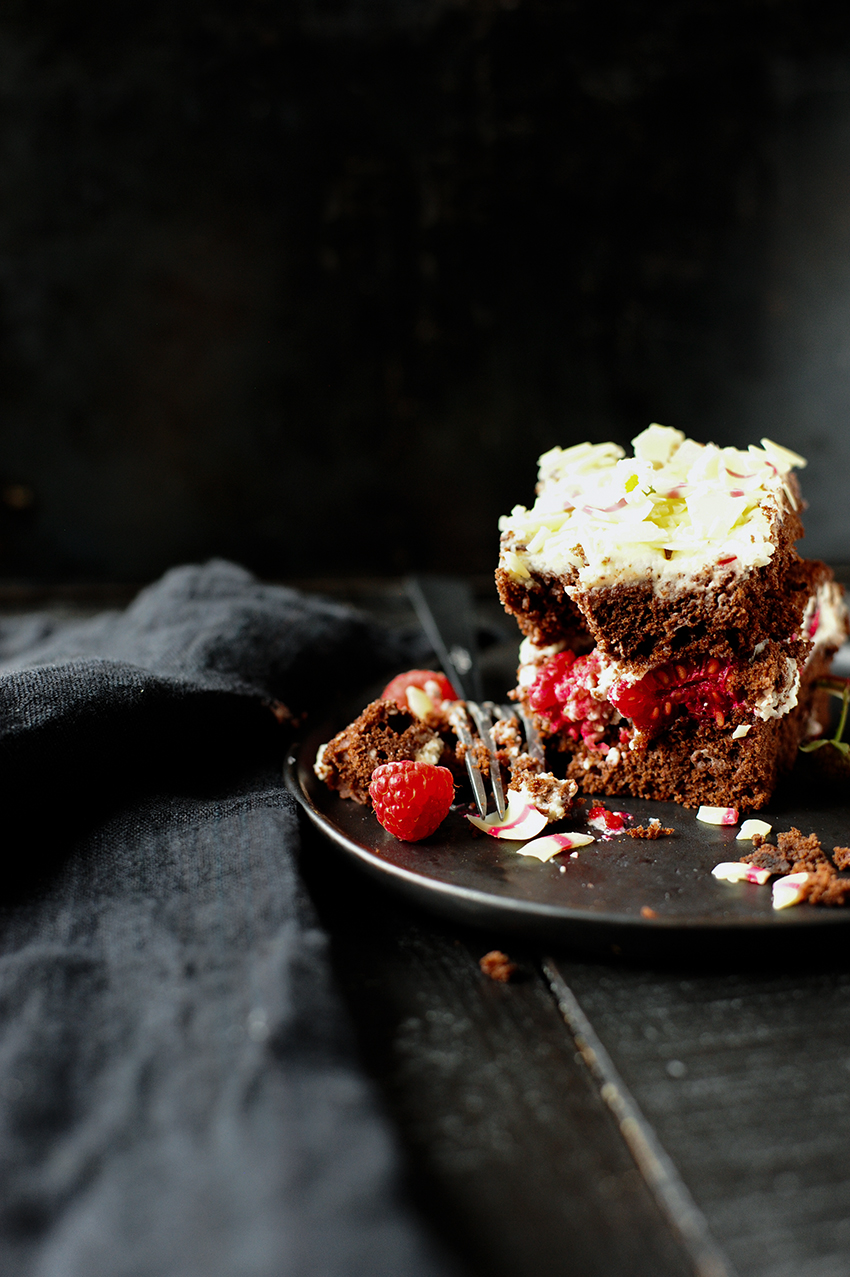 Chocolate stracciatella cake with raspberries 2