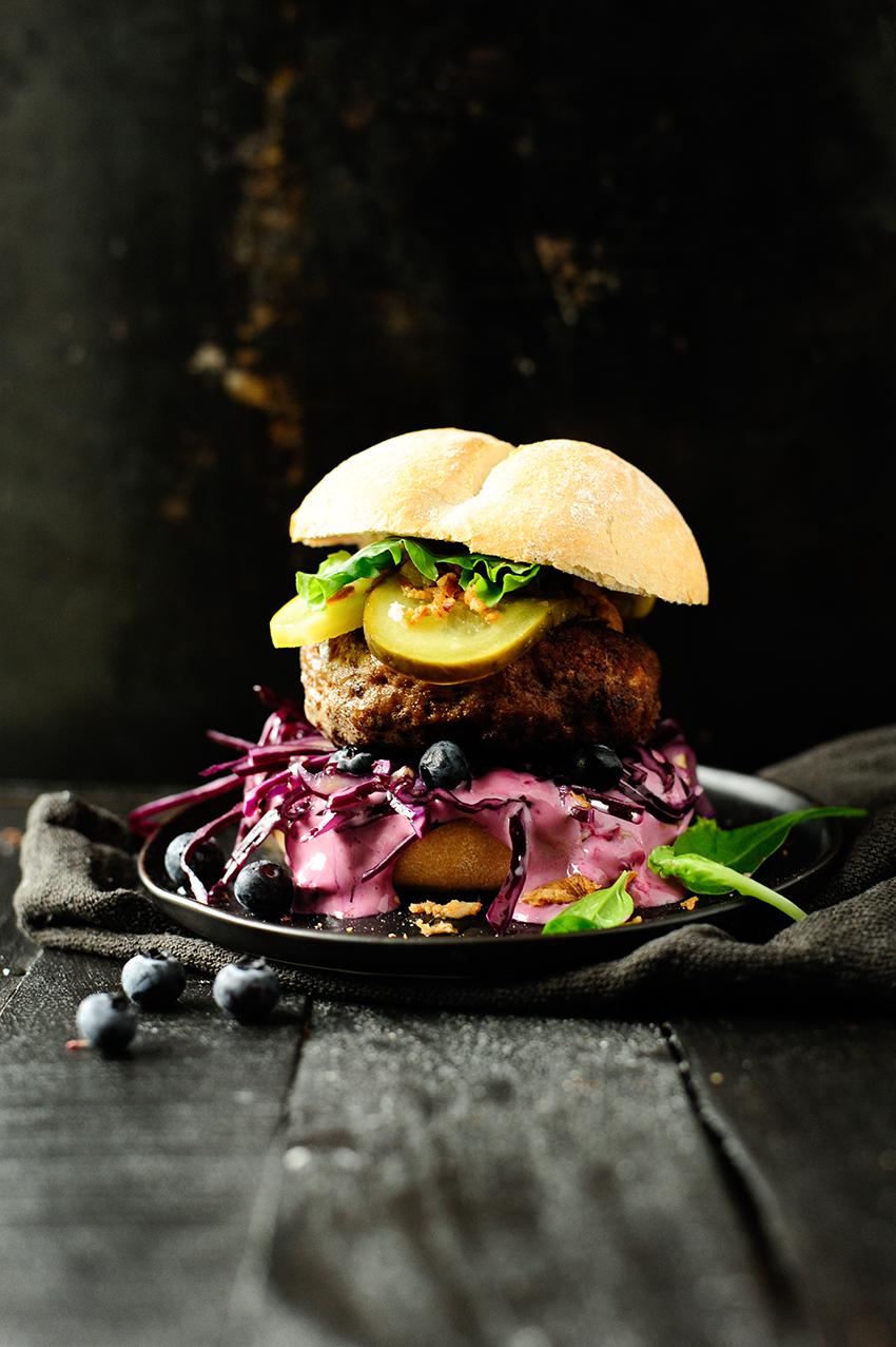studio kuchnia | Hamburger z wolowina i borowkami