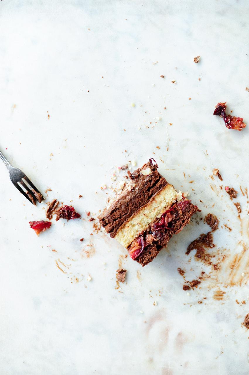 Ciasto czekoladowe z musem i pieczonymi sliwkami4