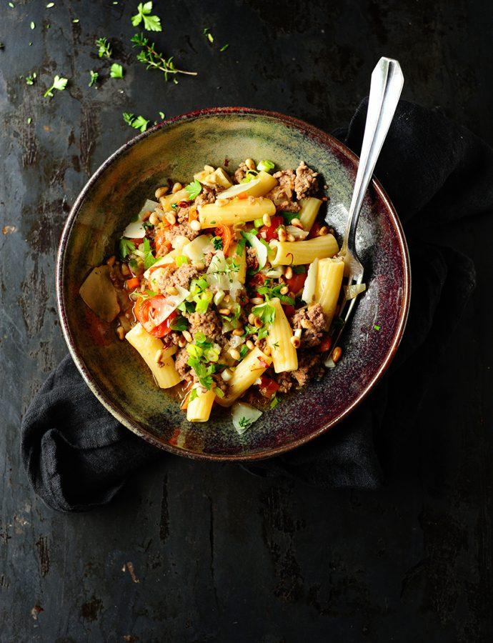 Makaron z mięsem mielonym i warzywami