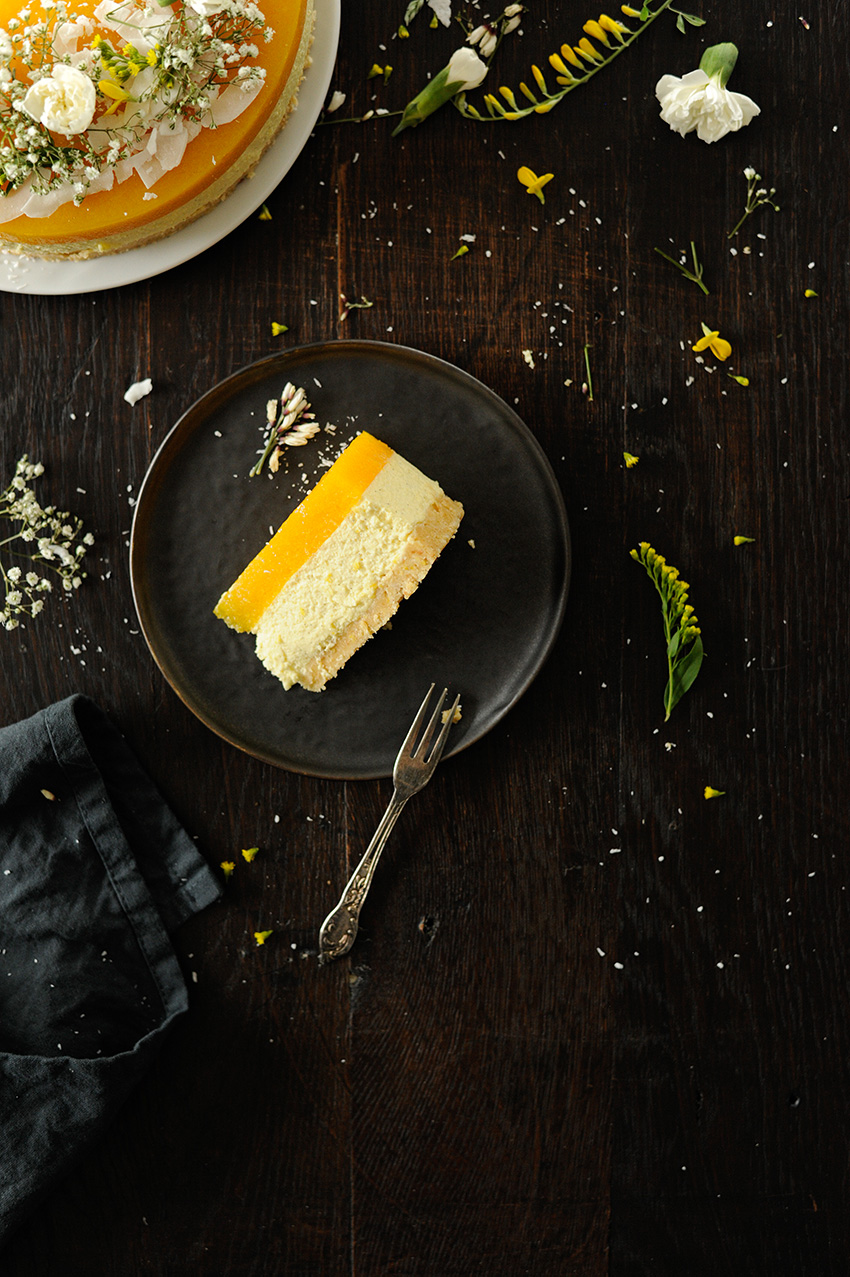 serving dumplings | Vanilla Bavarian cream cake with mango