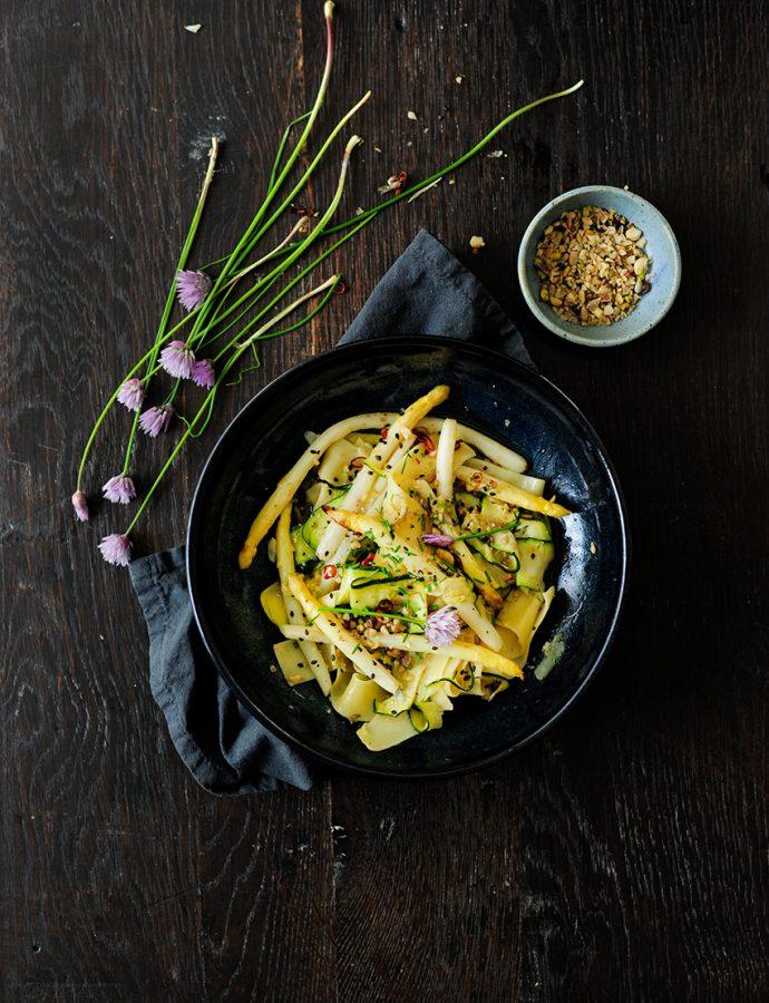 Pasta met geroosterde asperges en courgette