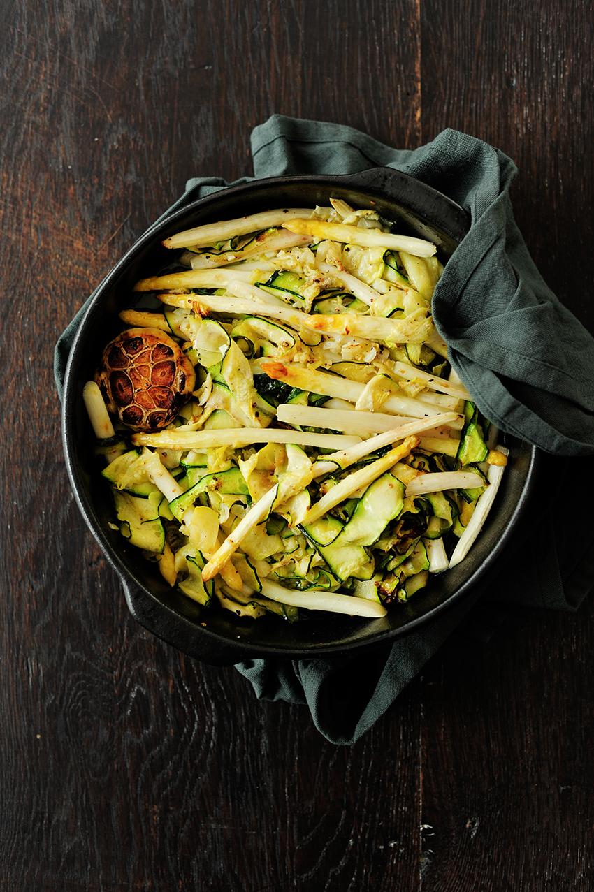 serving dumplings | Pasta met geroosterde asperges en courgette